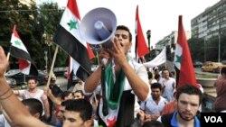 Las Naciones Unidas estiman que 2.600 personas han muerto en seis meses de levantamiento en Siria.