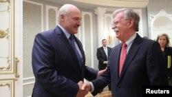 29일 벨라루스를 방문한 존 볼튼 백악관 국가안보보좌관이 알렉산더 루카셴코 벨라루스 대통령과 면담했다.