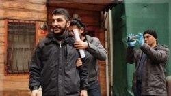 پلیس با لباس شخصی مصطفی اوزر عکاس خبرگزاری فرانسه را در استانبول بازداشت کرد. ۲۹ آذر ۱۳۹۰