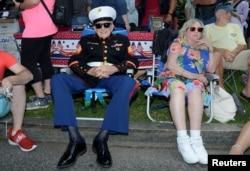 دوسری جنگ عظیم میں حصہ لینے والا 93 سالہ سابق فوجی سارجنٹ بروس ہیل مین،' رولنگ تھنڈر پریڈ' کے موقع پر۔ 26 مئی 2019