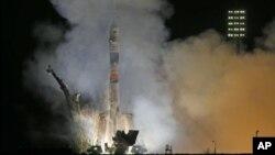 Una nave rusa Soyuz despega desde el cosmódromo de Baikonur, en Kazajastán, rumbo a la Estación Espacial Internacional.