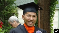 Bhikkhu Hoeurn Somnieng receives a degree in business management from St. Ambrose University in Iowa, USA.