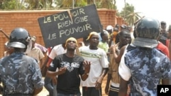 Supporters of opposition Togolese party 'Union of Forces for Change' (UFC), rally in the center of Lome, 13 Mar 2010