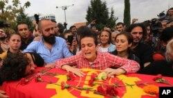Familiares das vitimas desfilam em Ankara