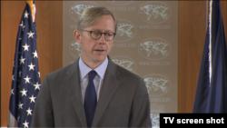 브라이언 훅 국무부 정책계획 국장은 11일 국무부 정례브리핑에서 대북정책에 대해 설명하고 있다.