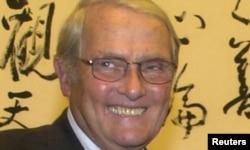 担任过美国驻北京大使的李洁明卸任后访问台湾(2003年7月25日)