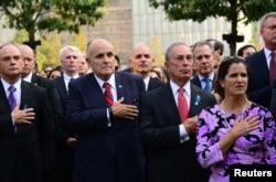 2013年9月11日纽约前市长朱利亚尼和现任市长布隆伯格参加纽约纪念9/11活动。