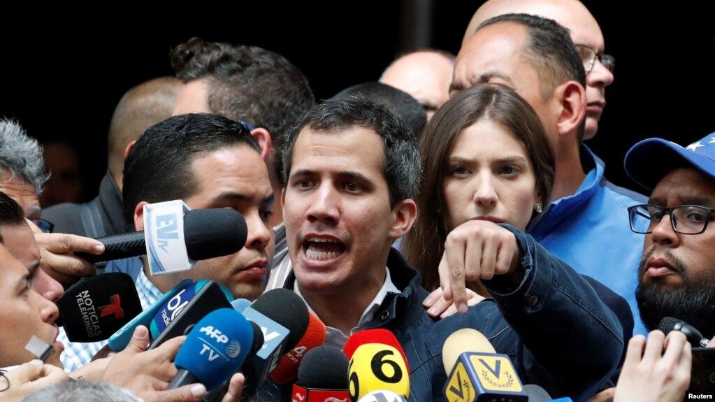 Juan Guaido, thủ lãnh phe đối lập, Chủ Tịch Quốc Hội Venezuela, nói chuyện với người biểu tình tại Caracas, 27 tháng Giêng.