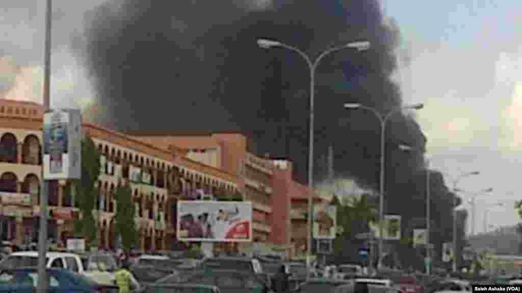 Explosion d'une bombe au centre commercial Plaza Banex à Abuja, le 25 Juin, 2014 »