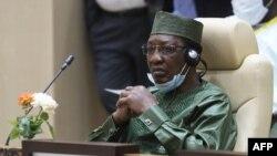 Le président tchadien Idriss Deby assiste à une séance de travail du sommet du G5 Sahel le 30 juin 2020 à Nouakchott.