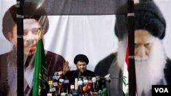 Ulama Syiah anti Amerika, Moqtada Al-Sadr berpidato di hadapan pendukungnya.