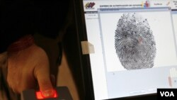 En julio pasado se denunció que los cubanos tenían potestad para expedir documentos oficiales de identidad a los venezolanos.