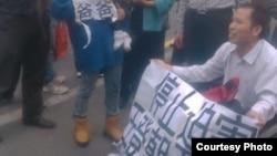 支持人士呼吁停止迫害王登朝(图片来自维权网/网民提供)
