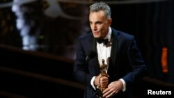 "FILE - Daniel Day Lewis accepts the Oscar for best actor for his role in ""Lincoln,"" at the 85th Academy Awards in Hollywood, California, Feb. 24, 2013."