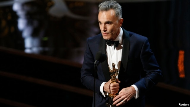 "Daniel Day Lewis accepts the Oscar for best actor for his role in ""Lincoln,"" at the 85th Academy Awards in Hollywood, California, Feb. 24, 2013."
