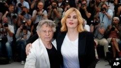 رومان پولانسکی و همسرش در هفتادمین جشنواره فیلم کن - آرشیو