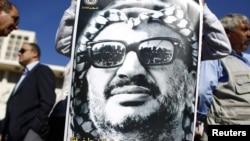 Des analyses de trois laboratoires pourraient déterminer si oui ou non, Yasser Arafat a été empoisonné