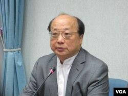 台湾前外长、国民党总统候选人朱立伦竞选总部主委胡志强(美国之音张永泰拍摄)