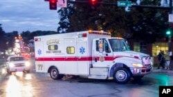 라이베리아에서 일하던 미국인 릭 새크라 박사가 에볼라 바이러스에 감염된 가운데, 그를 태운 응급차가 5일 중서부 네브라스카 주에 도착했다.