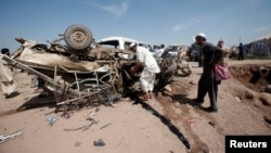 21일 파키스탄 북서부 잘로자이 난민 수용소에서 발생한 차량 폭탄 테러 현장.