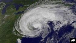 """Estados Unidos: Furacão """"Irene"""" causa devastação na costa leste"""