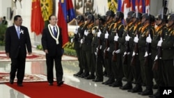 China's Premier Wen Jiabao, second form left, inspects honor guards with Cambodia's Prime Minister Hun Sen, left, during an official welcoming ceremony in Phnom Penh, Cambodia, Sunday, Nov. 18, 2012. (AP Photo/Vincent Thian)