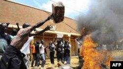 Biểu tình kéo dài nhiều tuần lễ trong thủ đô Kampala của Uganda để phản đối thực phẩm và nhiên liệu đắt đỏ