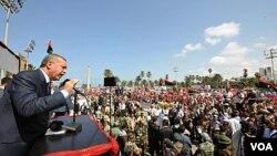 PM Turki Recep Tayyip Erdogan memberikan pidato kepada warga Libya di bandara Tripoli (16/9).
