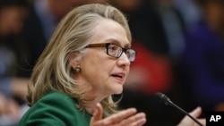 Sekereteri wa leta Hillary Clinton yisobanura imbere ya kongre ku gitero cy'i Benghazi muri Libiya.