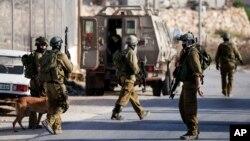 三名以色列女孩上星期在約旦河西岸定居點失踪後,以色列軍隊展開突襲行動。