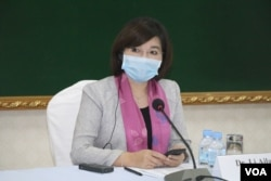 Dr. Li Ailan, a representative of the World Health Organization (WHO) in Cambodia, talks about how the country should prepare for a large-schale COVID-19 outbreak, Phnom Penh, Camodia, Monday, April 13, 2020. (Sun Narin/VOA Khmer)