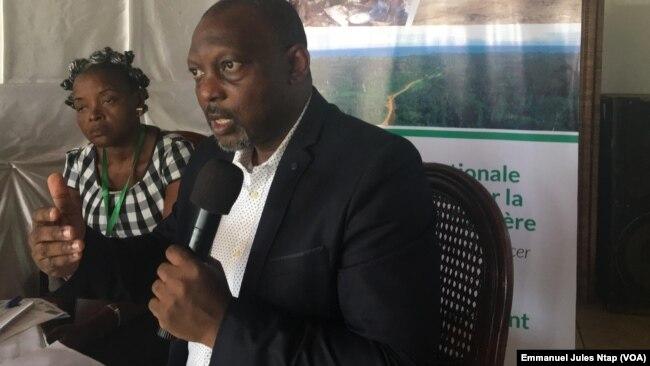 Samuel Nguiffo du CED pilote l'initiative de l'observatoire du foncier au Cameroun, le 23 janvier 2019. (VOA/Emmanuel Jules Ntap)