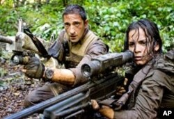 Royce (Adrien Brody) and Isabelle (Alice Braga) take aim during their desperate battle against alien Predators