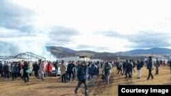 Migranti na otvorenom u blizini Bihaća. Foto: BIRN BiH