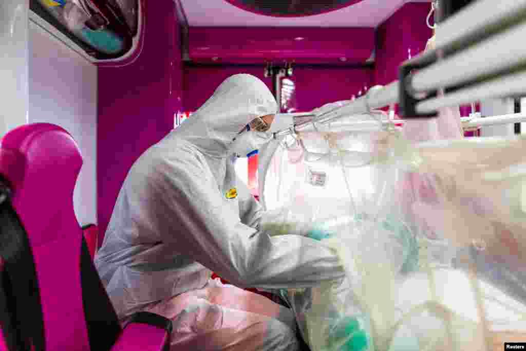 اٹلی کرونا وائرس سے متاثرہ کیسز میں عالمی سطح پر امریکہ کے بعد دوسرے نمبر پر ہے جب کہ یورپ میں یہ پہلے نمبر پر ہے۔
