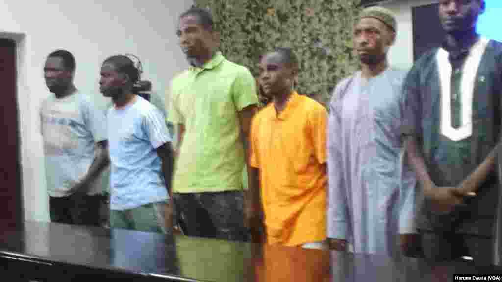 BORNO: 'Yan Boko Haram da suka mika kansu da kansu