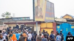 Batamboli basangani pene na paliciers na Kinshasa, 9 juillet 2020.