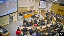 지난해 11월 유엔 인권위원회에서 북한 인권 상황을 국제형사재판소에 회부하도록 권고하는 북한인권결의안을 채택했다. 당시 북한 대표로 참석한 최명남 외무성 부국장이 결의안을 거부하는 발언을 하고 있다. (자료사진)