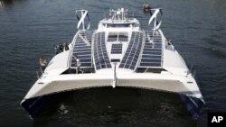 این قایق ۳۰ متر طول دارد و شش سال آینده را در آب سفر خواهد کرد