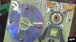 Umetničko delo napravljeno od reciklirane kompjuterske matične ploče