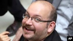 이란에서 간첩 혐의로 재판을 받고 있는 미국 '워싱턴 포스트' 신문의 제이슨 리자이안 기자. (자료사진)