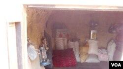 داخل یکی از مغاره ها