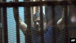 Mantan Presiden Mohamed Morsi dijatuhi hukuman mati oleh pengadilan Mesir (foto: dok).