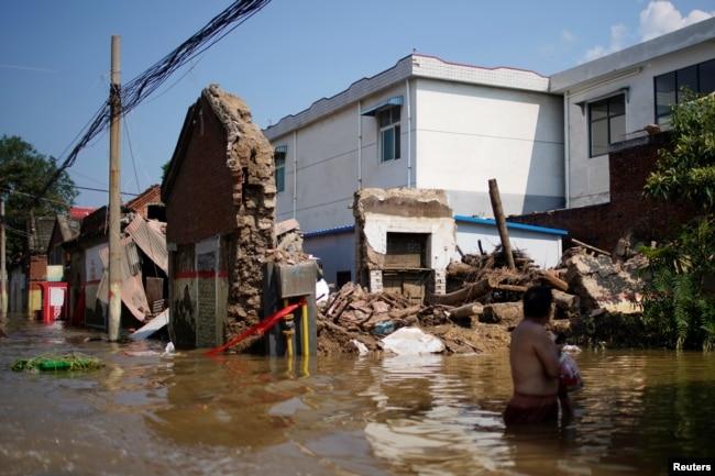 河南新乡暴雨成灾。(2021年7月24日)