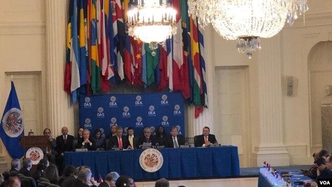 La convocatoria realizada por el presidente del Consejo Permanente de la OEA, el embajador y representante de El Salvador, Carlos Calles Castillo, se celebra en la sede de la organización en Washington, el viernes 15 de febrero de 2019.