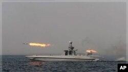 伊朗在霍尔木兹海峡附近试射导弹