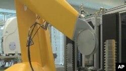 รัฐบาลสหรัฐเปิดตัวหุ่นยนต์ตรวจสอบสารเคมีที่จะช่วยลดอันตรายจากการใช้สารเคมีและลดการใช้สัตว์ในงานทดลอง