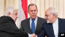 Para Menteri Luar Negeri Rusia, Suriah dan Iran usai melakukan konferensi pers bersama di Moskow hari Jumat (14/4).