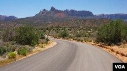 El desierto de Arizona en las cercanías de Nogales está siendo patrullado en la búsqueda del criminal.