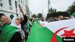 به دنبال اعتراضات مردم الجزایر، عبدالعزیز بوتفلیقه پس از ۲۰ سال از قدرت کناره گیری کرد